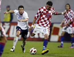 Vaagan Moen of Norway fights for the ball with Mandzukic of Croatia during their friendly soccer match in Zagreb